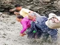 लाहौल के उदयपुर में फंसे 175 पर्यटक, हैलीकॉप्टर के माध्यम से किया जाएगा रैस्क्यू