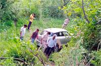 शिमला-हमीरपुर NH पर 2 कारों में टक्कर, टक्कर के बाद खेतों में गिरी कार
