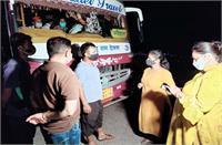 RTO ने नाकाबंदी पर पकड़ी निजी बस, अवैध रूप से शिमला ले जाई जा रही थीं सवारियां