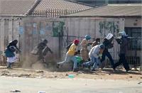 दक्षिण अफ्रीका में हिंसा और लूटमार भारतीयों पर हमले