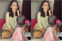 इनाया ने किया मां सोहा अली खान का मेकअप, सोशल मीडिया पर छाया क्यूट वीडियो