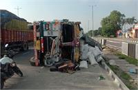 बड़ा हादसा : ट्रक ने मजदूरों से भरी बस को मारी टक्कर, 3 लोगों की मौत, दो दर्जन घायल