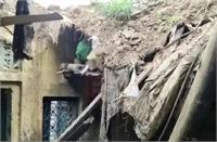 बरसात बनी आफत: विकलांग मुकेश का घर टूटा, पिछले साल भी ढह गया था मकान
