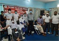 आयकर दिवस के उपलक्ष पर झारखंड में आयकर विभाग के क्षेत्रीय कार्यालयों में रक्तदान शिविर का आयोजन