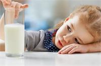 बच्चा दूध पीने में करता है आनाकानी तो क्या करें?
