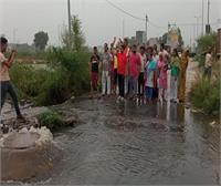 गुरु गोबिंद सिंह एवेन्यू के लोगों का फूटा इंप्रूवमेंट ट्रस्ट पर गुस्सा, दी सख्त चेतावनी
