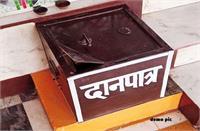 चोरों ने मंदिर के दानपात्रों से पैसे किए चोरी, हेलमेट पहनकर आए थे आरोपी, घटना CCTV में कैद
