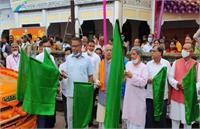 UP: सहकारिता मंत्री ने 'मोबाइल ATM वैन' को दिखाई हरी झंडी, अब दूरदराज के इलाकों तक पहुंचेंगी बैंकिंग सुविधाएं