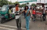 काम छूटा... भुखमरी के शिकार दंपति पैदल ही दिल्ली से भोपाल हुए रवाना, 8 दिन चलने के बाद पत्नी की तबीयत खराब