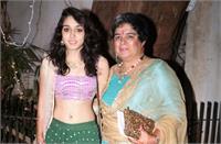 आमिर खान की लाडली आइरा का खुलासा- मां रीना दत्ता ने दी थी ''सेक्स एजुकेशन'', कहा था खुद को मिरर में देखो