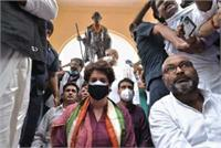 गांधी प्रतिमा के सामने मौन धरने पर बैठे प्रियंका समथरकों परFIRदर्ज, लल्लू समेत 5 नामजद
