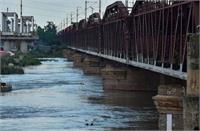 दिल्ली को मिली राहत, यमुना का जलस्तर कम हाेने से टला बाढ़ का खतरा