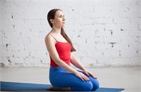 खाना खाने के बाद 15 मिनट करें वज्रासन, घटेगा वजन और मिलेंगे कई Benefits