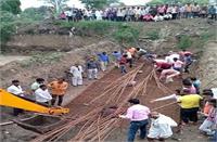 लोहे के सरियों के बीच फंसे दो मजदूर भाई, 1 की मौके पर ही मौत, दूसरा गंभीर घायल