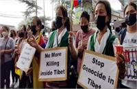 मैक्लोडगंज में सड़कों पर उतरे तिब्बती, चीन के खिलाफ किया विरोध प्रदर्शन