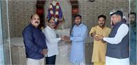 मनिमाजरा के श्री साईं मंदिर में दर्शन के लिए आए दिल्ली के दो पूर्व विधायक