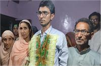 J&K: UPSC परीक्षा में रिक्शा चालक का बेटा बना टॉपर, उपराज्यपाल समेत कई नेताओं ने दी बधाई