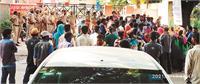 'पार्किंग में कार की चपेट में आई 3 महिला सफाई कर्मी, एक की मौत'