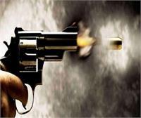 'गन प्वाइ΄ट पर लुटेरो΄ ने नही लूट पाए कैश तो गोली चला दी