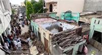 मकान की छत गिरने से 1 की मौत, परिवार ने प्रशासन से मांगी आर्थिक सहायता
