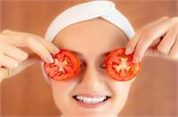 Tomato फेस पैक से चमकाएं चेहरा, निकल जाएगी सारी डेड स्किन