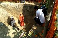 महंत नरेंद्र गिरि को बाघंबरी मठ में 'नींबू के पेड़' के पास में दी जाएगी भू समाधि, सुसाइड नोट में बताई अंतिम इच्छा