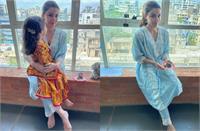 सोहा अली खान ने बेटी के साथ सेलिब्रेट की गणेश चतुर्थी, फ्लोरल कुर्ता प्लाजो में बेहद क्यूट दिखीं इनाया