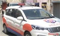 नशे में मदहोश युवती का हंगामा, पुलिस को सूचना देने वाले के घर पर किया पथराव