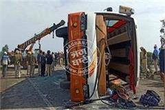 tourist bus overturns 18 injured 1 died