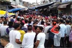 nawanshahar fierce fighting between protesters and shopkeepers