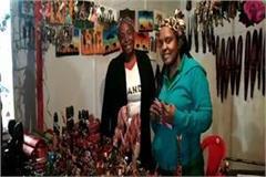 taj mahotsav_ woman craftsman came from uganda