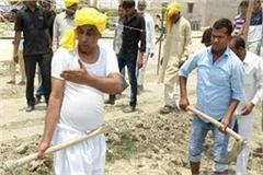 unaware of the cabinet minister om prakash rajbhar took the shovel