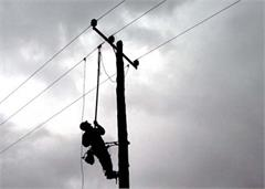 electrical worker pole injured