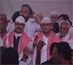 lucknow akhilesh yadav iftar party