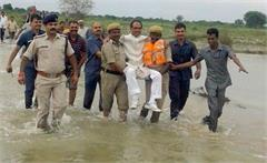 cm shivraj singh chouhan visits flood hit areas of his state carried across water by cops
