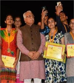 haryana manohar lal khattar selfie