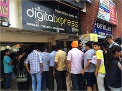 long queue for buying jio sim in chandigarh