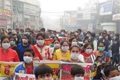 people protest against smoke