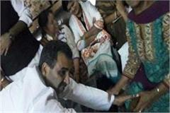 fearful of mayor post union minister touch feet of angry women workers