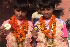 sisters won gold and bronze medal in wrestling competition