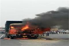 fire in trolla standing by battery burst on jaipur highway