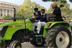 mp dushyant chautala came to parliament house on the tractor