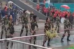 indian army soldiers dance in atari wagah border