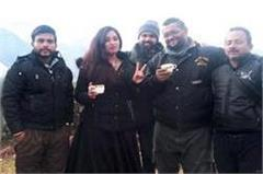 bollywood  s famous play back singer reached in himachal with family