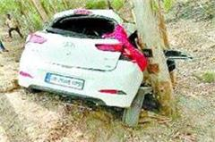 car collide with tree  2 wounded