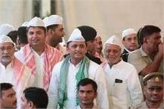 akhilesh father does not include father mulayam shivpal