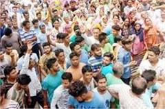 ankush suicide case villagers refuse to take deadbody siege police station