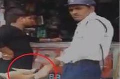 traffic police constable caught taking bribe in gwalior