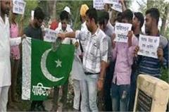 protest on nawaz sharif  s grandfather  s dargah