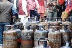 suddenlly fire in gas cylinder in restaurant  defers such big accident